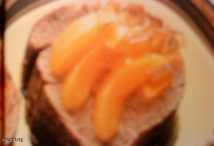Plastry pikantnej polędwicy wołowej z morelą