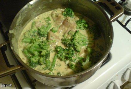 South Beach: Kurczak curry zapiekany z brokułami