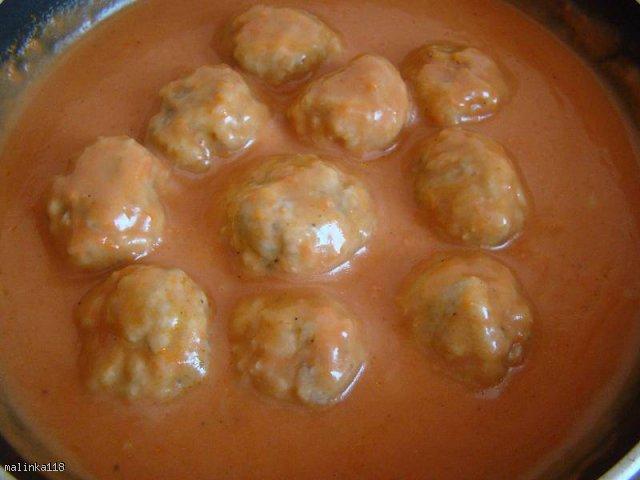 Pulpeciki w sosie pomidorowym.
