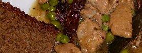 Gulasz wieprzowy z grzybami i groszkiem