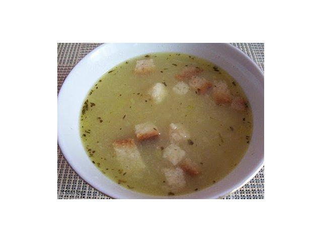 Zupa cebulowa z grzankami i serem
