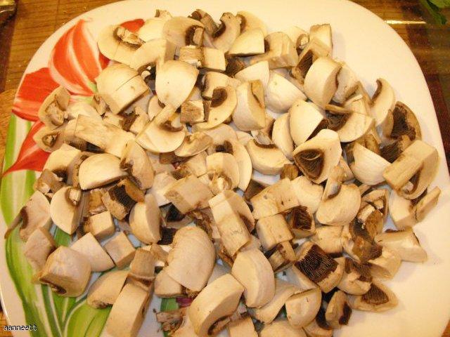 Ravioli z serem w sosie smietanowym z grzybami