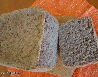 Pełnoziarnisty chleb pszenno - żytni.