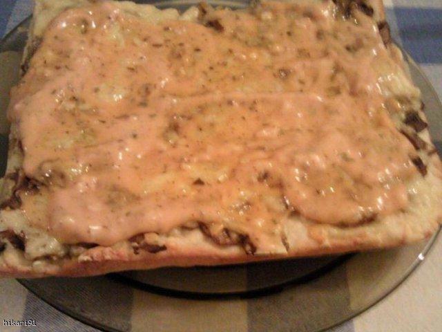 sos czosnkowo-ketchupowy :) do pizzy, tortilli , kanapek :)