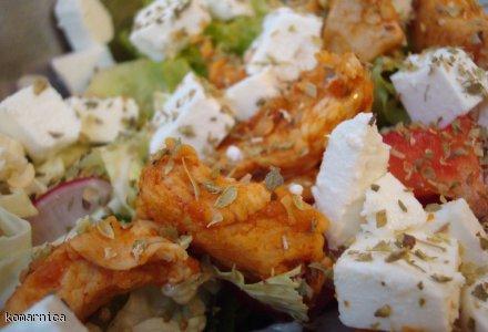 sałatka z indykiem i serem feta