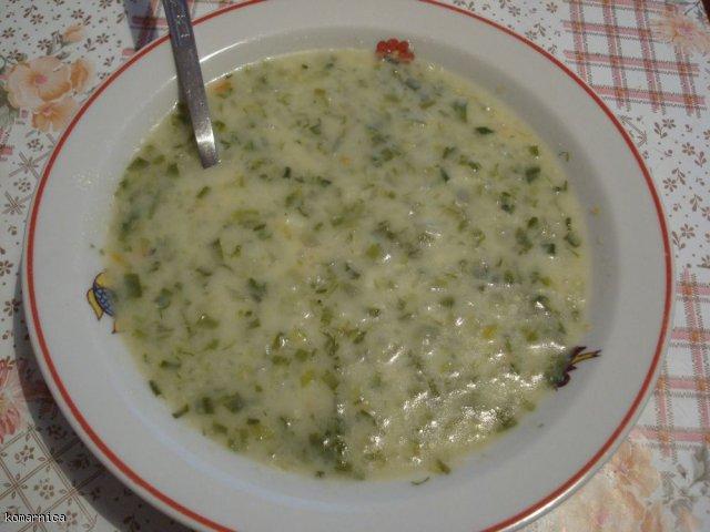 dietetyczna zupa cebulowo serowa