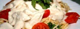 Spaghetti z indykiem i rukolą