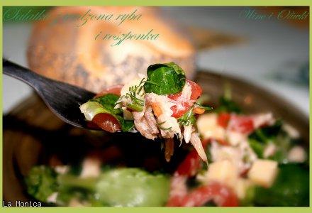 Sałatka z wędzoną rybą i roszponką