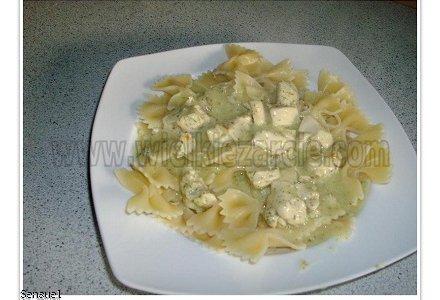 Makaron z piersią kurczaka w sosie koperkowym