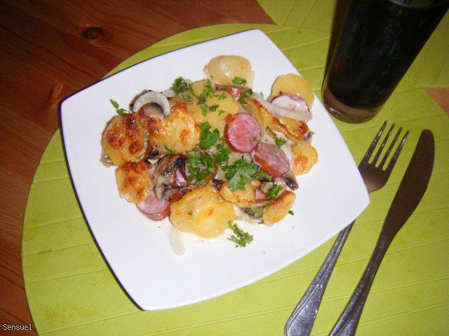 Zapiekanka ziemniaczana z kiełbaską