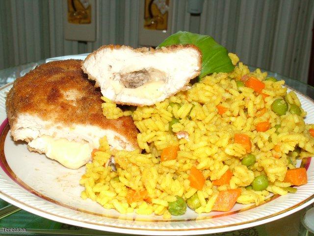Kieszonka z piersi kurczaka z ryżem curry