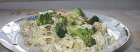 Makaron w sosie serowo-brokułowym