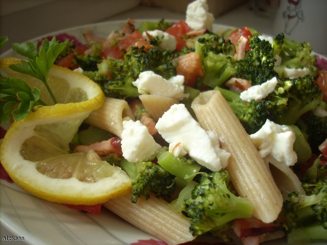Makaron z brokułami i fetą