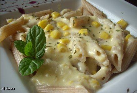 Makaron z sosem kukurydziano-serowym
