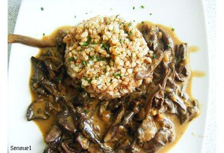 Kasza gryczana z sosem grzybowym