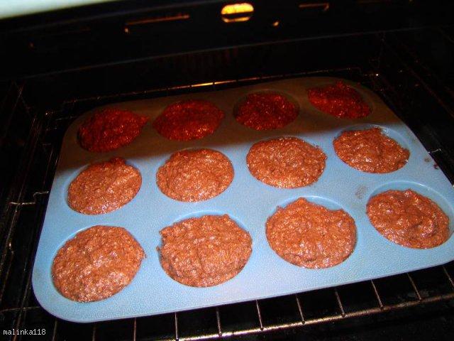 Czekoladowo - rumowe muffiny pełnoziarniste.