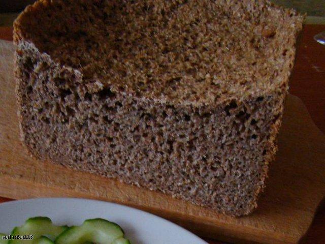 Pełnoziarnisty chleb pszenno - żytni na zakwasie