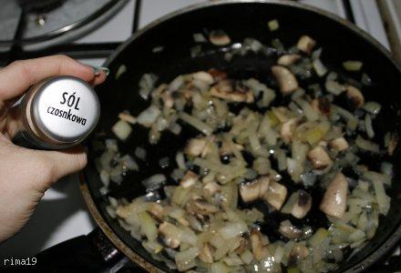jajecznica z pieczarkami