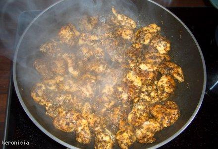 Piersi z kurczaka w sosie ziołowym z ryżem
