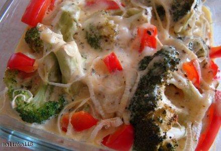 Brokuły zapiekane z sosem czosnkowo-serowym