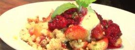 Owoce zapiekane z kruszonką i lodami