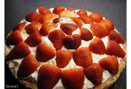 Tarta marcepanowo truskawkowa