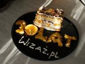 Mini-torcik przekładany pomarańczami i bitą śmietaną
