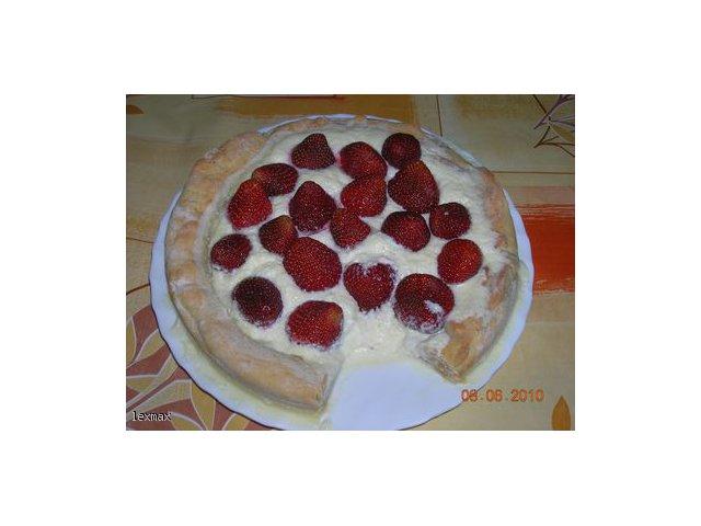 Tarta z truskawkami i białą czekoladą