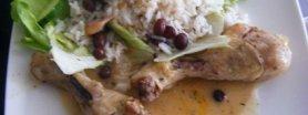 Kurczak w sosie własnym z rodzynkami