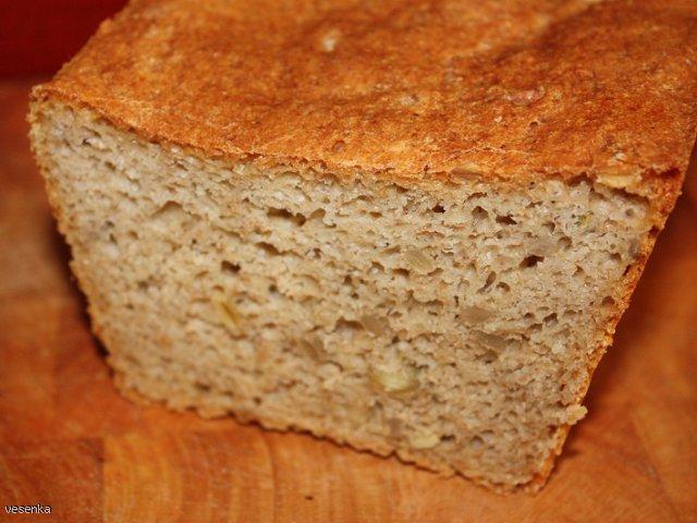 Łatwy, smaczny pszenny chleb z ziarnami
