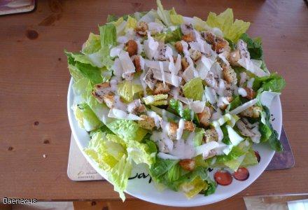 Sałatka Cezar/ Cezara /Cezarska z ziołowymi grzankami i kurczakiem