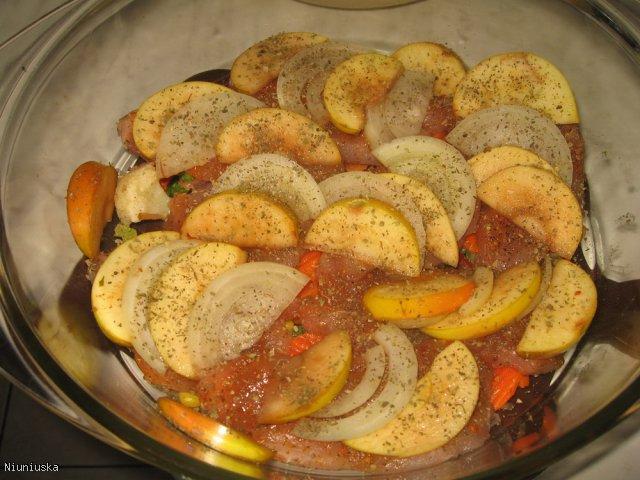 Filety z indyka z jabłkiem i cebulką