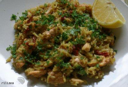 ryż z  łososiem i suszonymi pomidorami