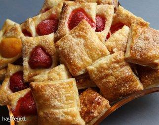 Francuskie poduszeczki z owocami i cukrem