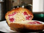 Szybkie i zdrowe ciasto z malinami-pełnoziarniste