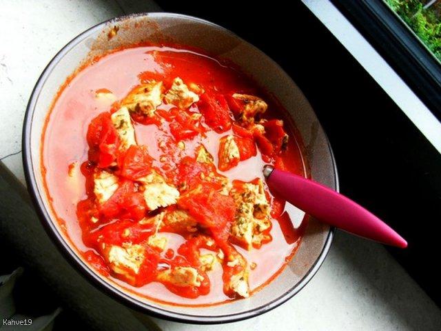 Pyszna i zdrowa zupa pomidorowa z indykiem