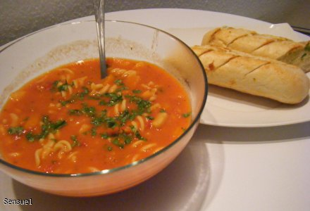 Pomidorowa zupa z makaronem