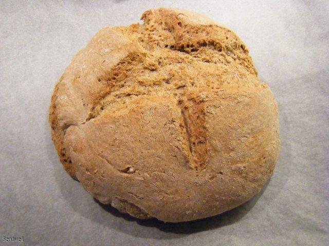 Chleb razowo - pszenny z ziarnami