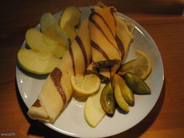 Naleśniki z nadzieniem z jabłek