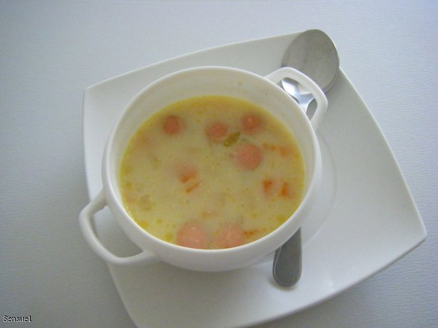 Kartoflana zupa z parówkmi