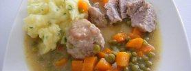 Klopsiki w sosie marchewkowo-groszkowym