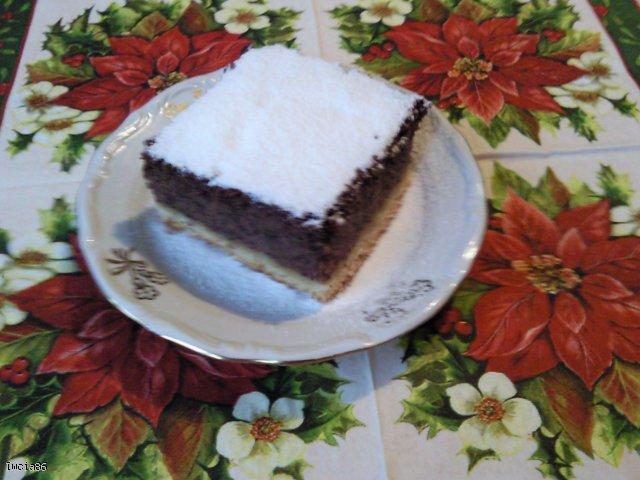 Makowiec z jabłkami i kakao pod puszystym śnieżkiem