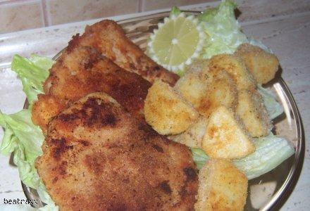 kotlet schabowy w marynacie z pieczonymi ziemniakami