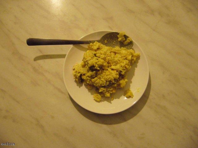 Sałatka z kurczaka z ananasem i kukurydzą