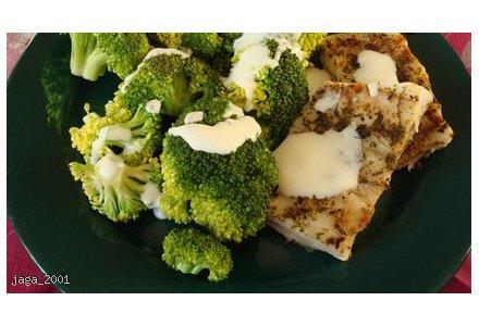 Ryba z brokułem w sosie czosnkowym