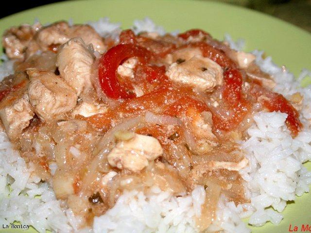 Pomidory gotowane z mięsem i jogurtem