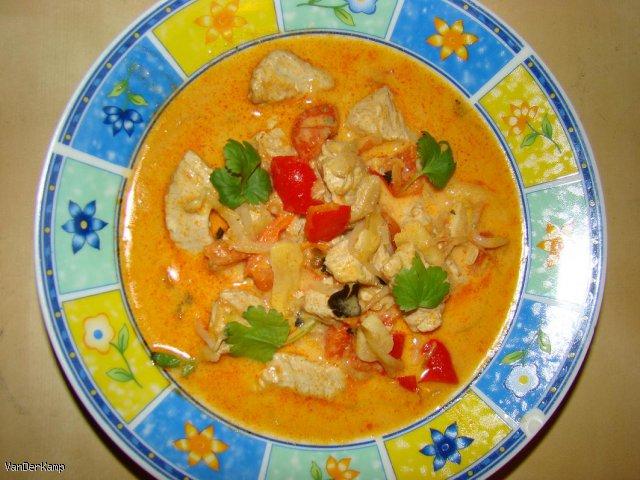 Czerwone curry z indykiem i warzywami