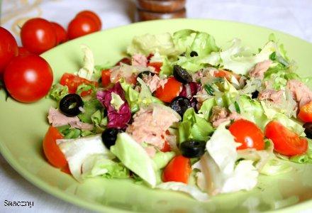 Sałatka z tuńczykiem i wiosennym winegret