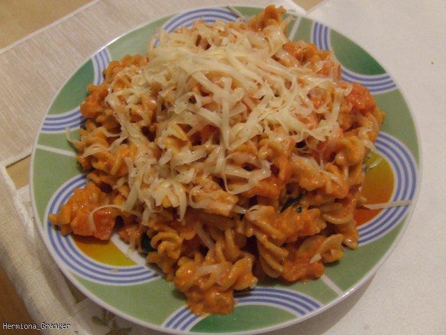Penne z mascarpone, pomidorami i aromatyczną bazylią
