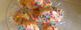 Kolorowe babeczki z czekoladą w środku